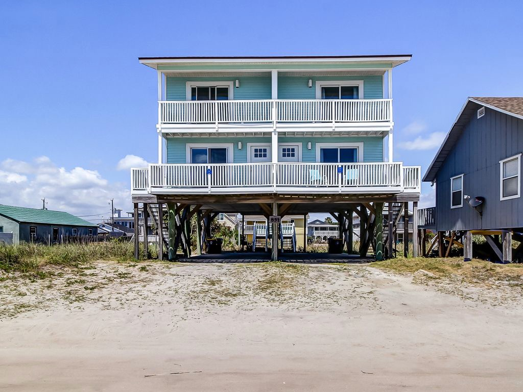 Public sand road in front of duplex with the Beach right the