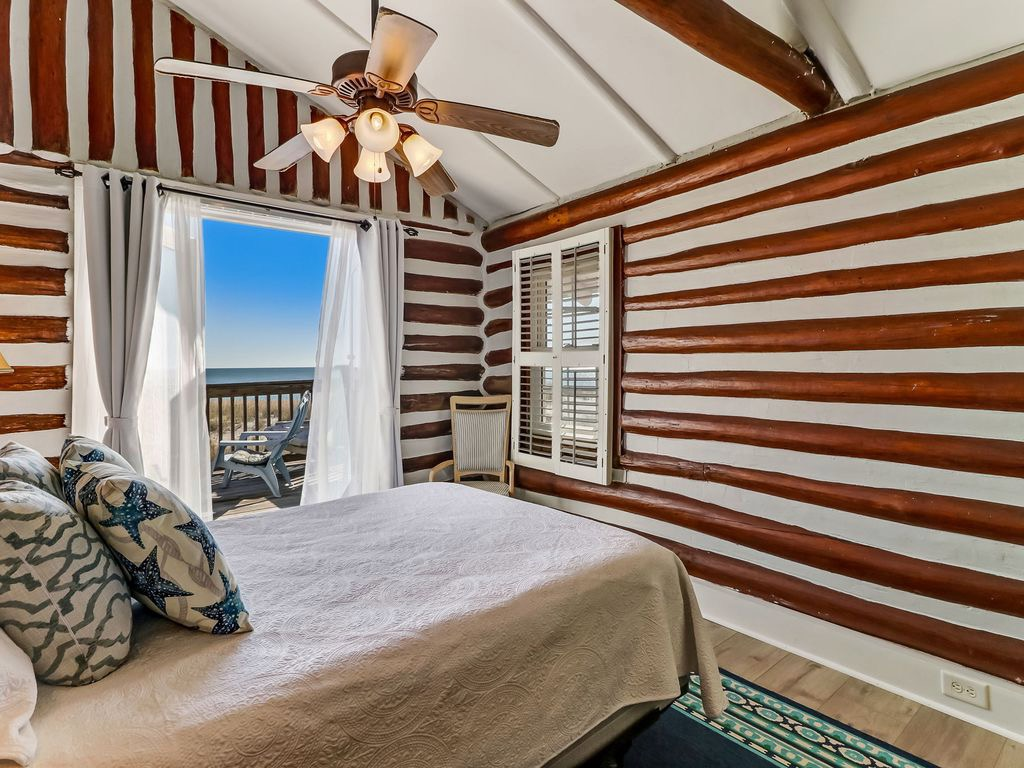 2nd Upstairs queen bedroom. Wake up to spectacular sunrise a