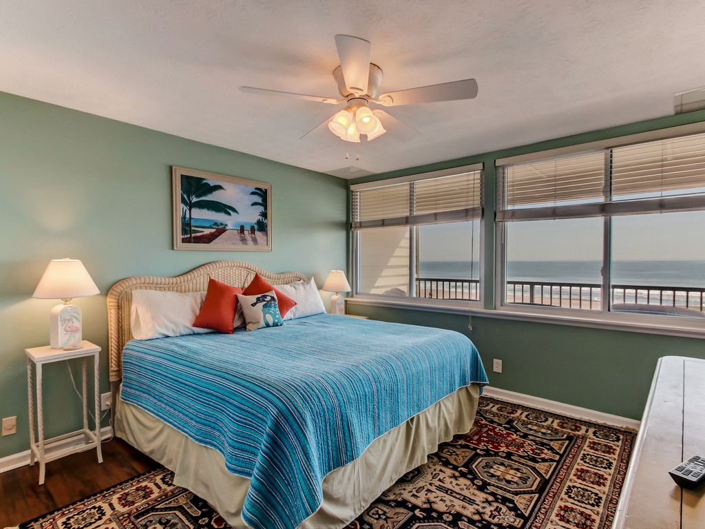Master bedroom with king bed, walk-in closet, TV - and Ocean