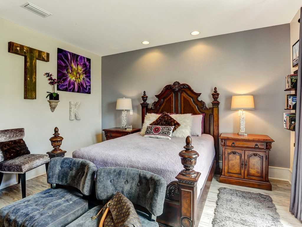 Beautifully decorated master queen bedroom