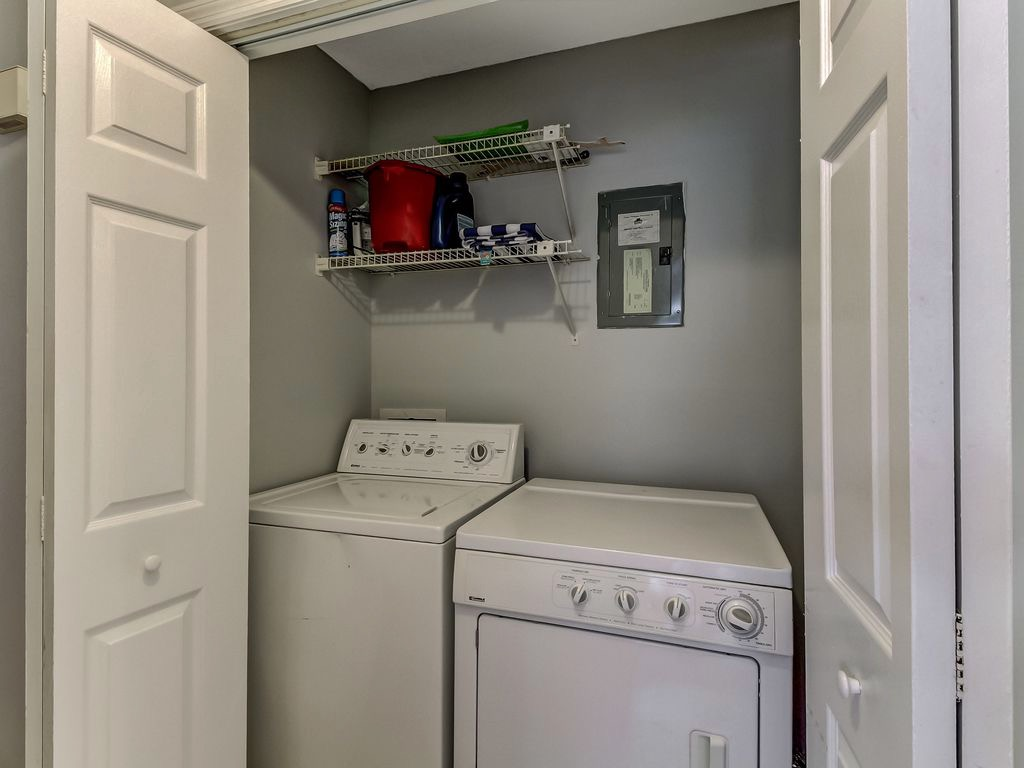 Washer/dryer in hallway