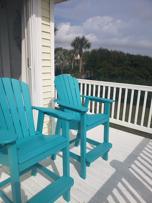 Comfortable chairs to enjoy the sunrise and ocean views!