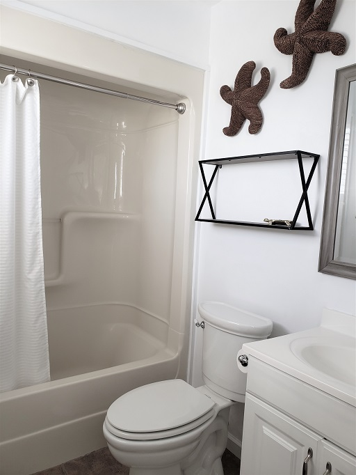Upstairs bathroom with tub/shower combination
