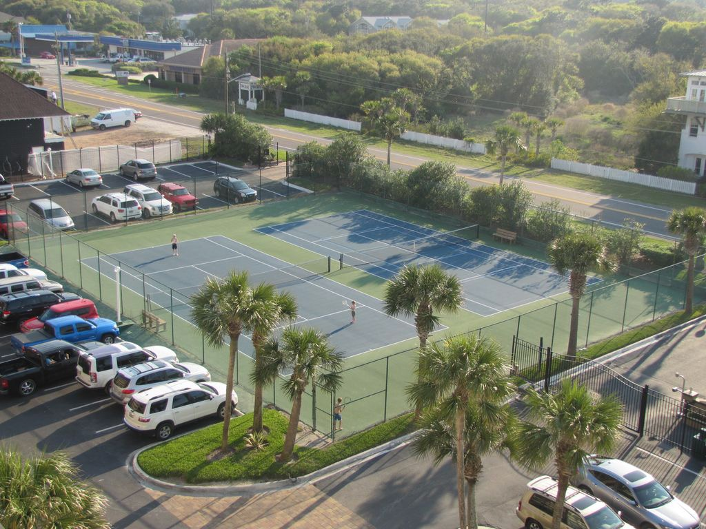 Newly resurfaced tennis courts and pickle ball courts