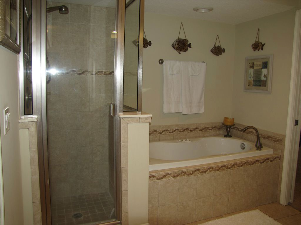 Separate shower and garden tub