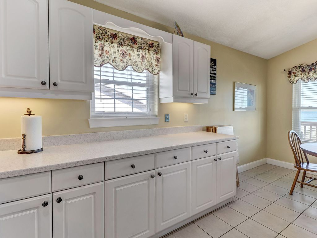 Great kitchen to prepare meals in - lots of counter space!